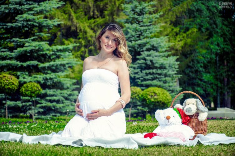 Фото беременной в лесу